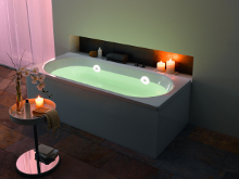 KALDEWEI bath with green spectral light